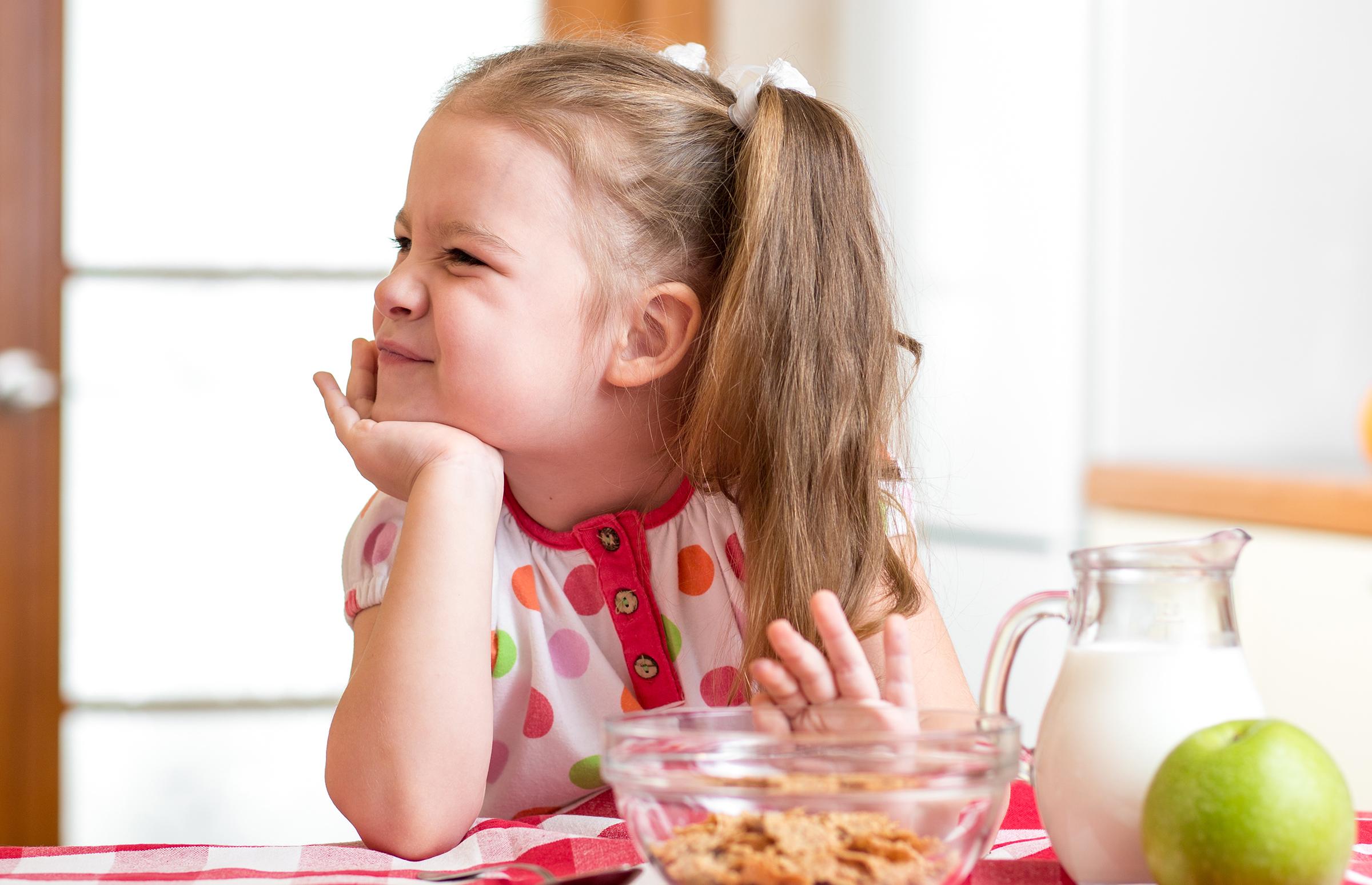 Зошто вашето дете не сака да јаде и како да се справите со тоа