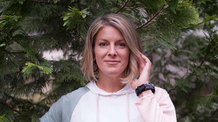 Ilina Arsova  – Gruaja që shikon nga lart